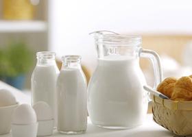 牛奶买赠促销力度空前 乳企抢占鲜奶市场圈地忙