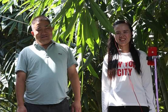 ../(角度稿配图2)百香姐和老公林瑞平成为寻乌的网红农民.jpg